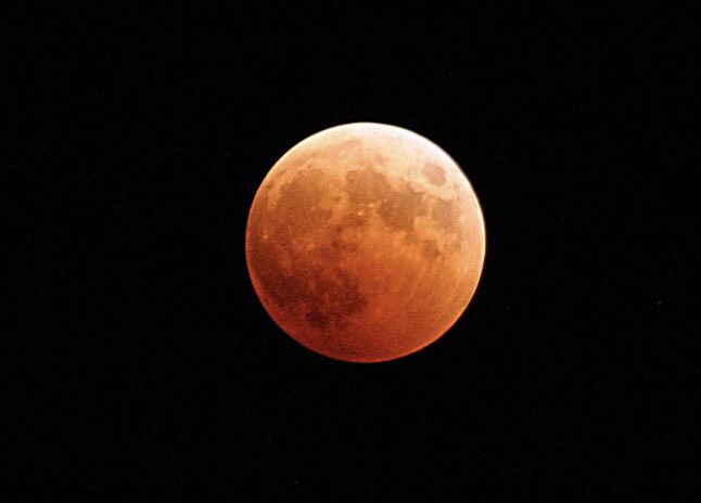 UAE residents wait to watch celestial event unfold